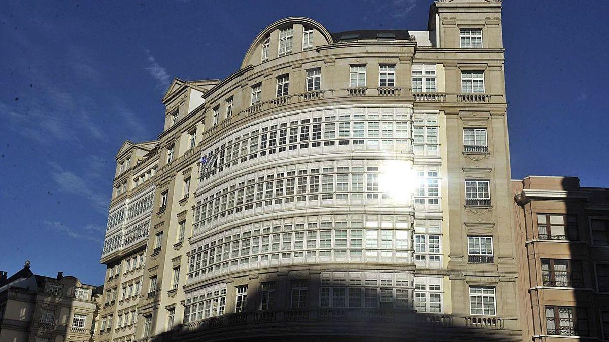 Una de las fachadas laterales del edificio Fenosa.
