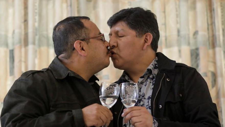 Bolivia autoriza por primera vez la unión de una pareja homosexual