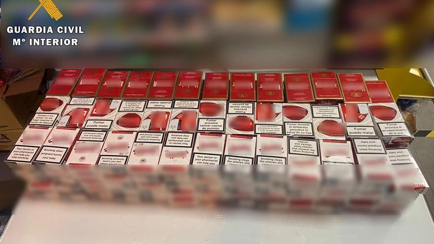 Denuncian a una tienda de alimentación de Fernán Núñez por vender tabaco sin autorización