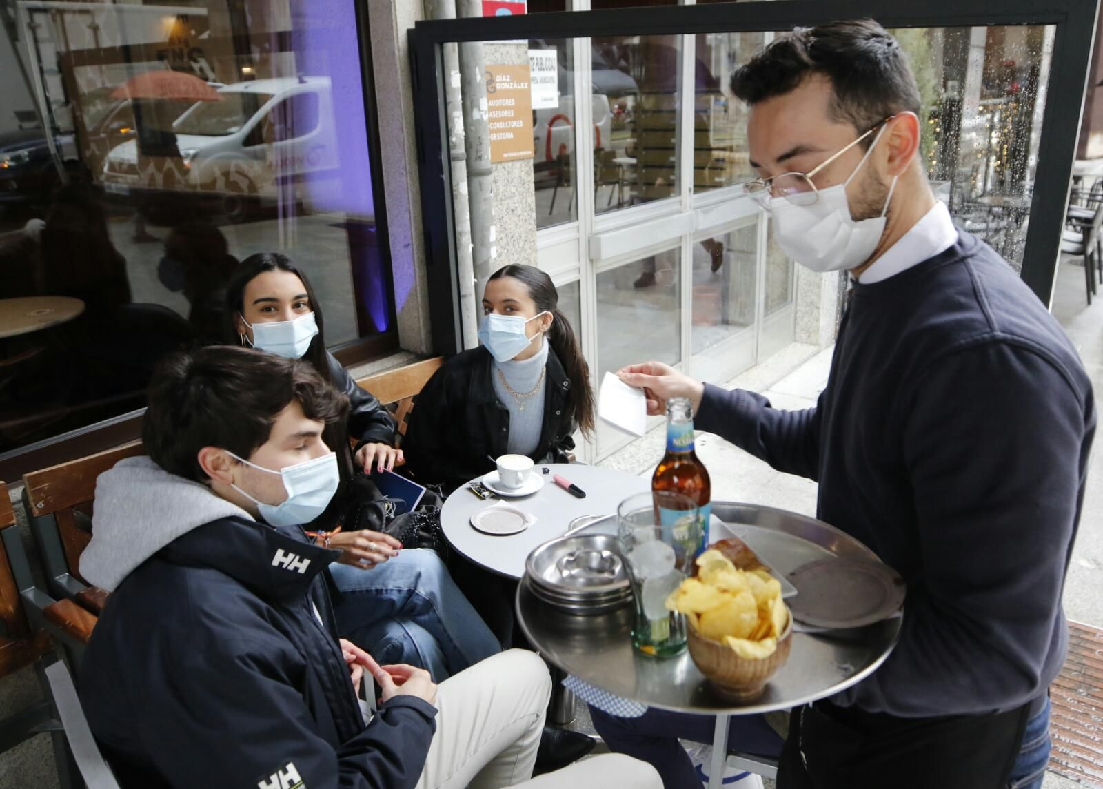 La hostelería de Vigo reabre a medio gas