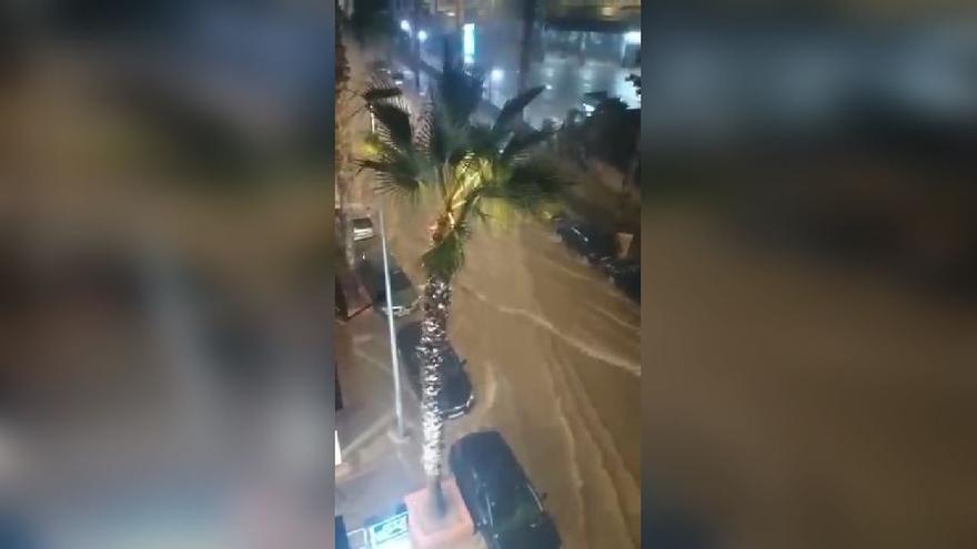 Coches bloqueados por el temporal de lluvia en Torrent