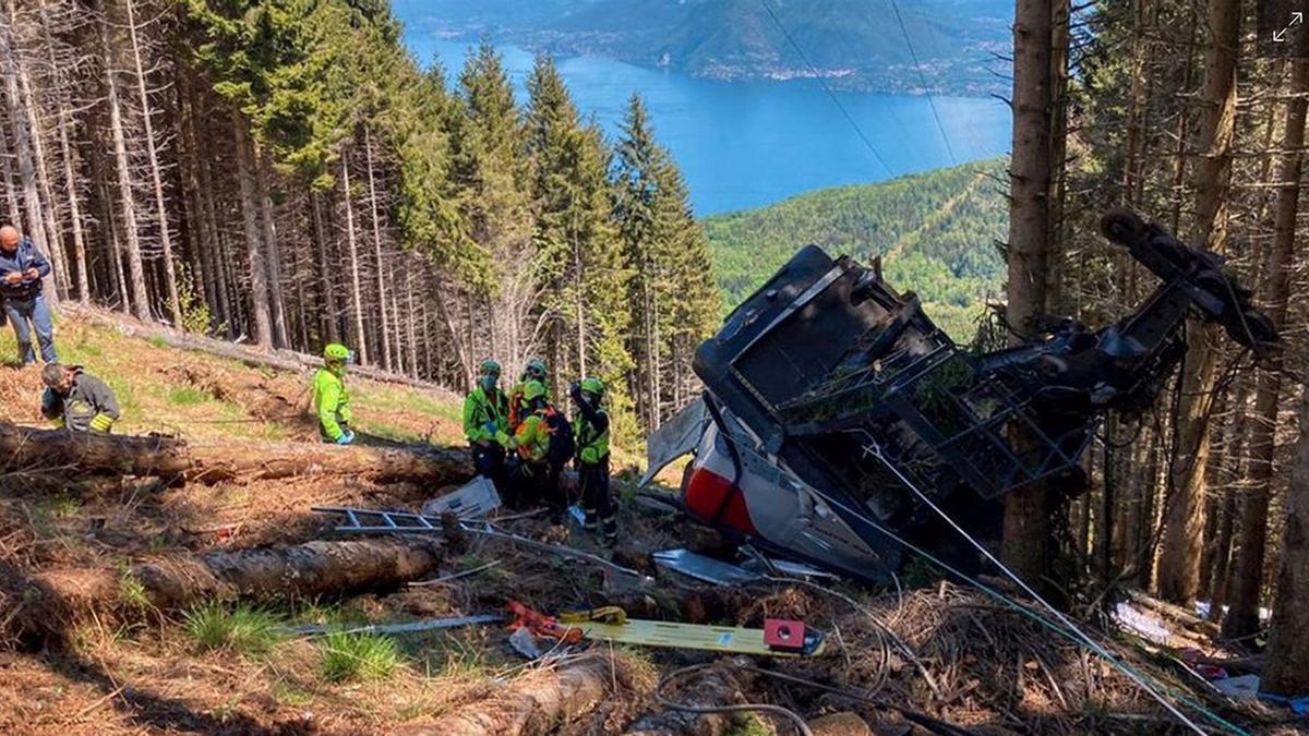 Cabina del teleférico siniestrado que ha dejado al menos 14 muertos en el norte de Italia.