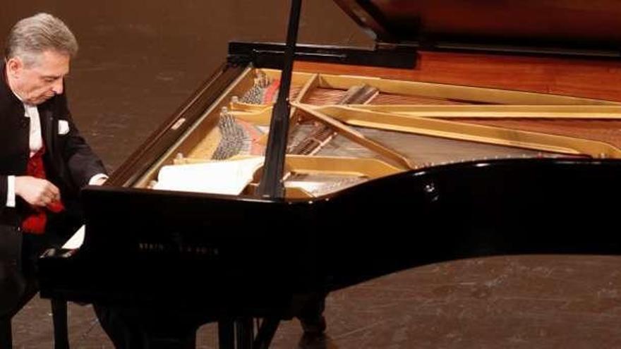 Homenaje a Debussy y virtuosa ejecución de Dalberto para la Filarmónica