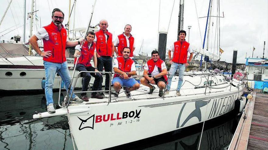 Bólidos marinos en el puerto deportivo: así navega el BullBox, habitual en las regatas de Gijón