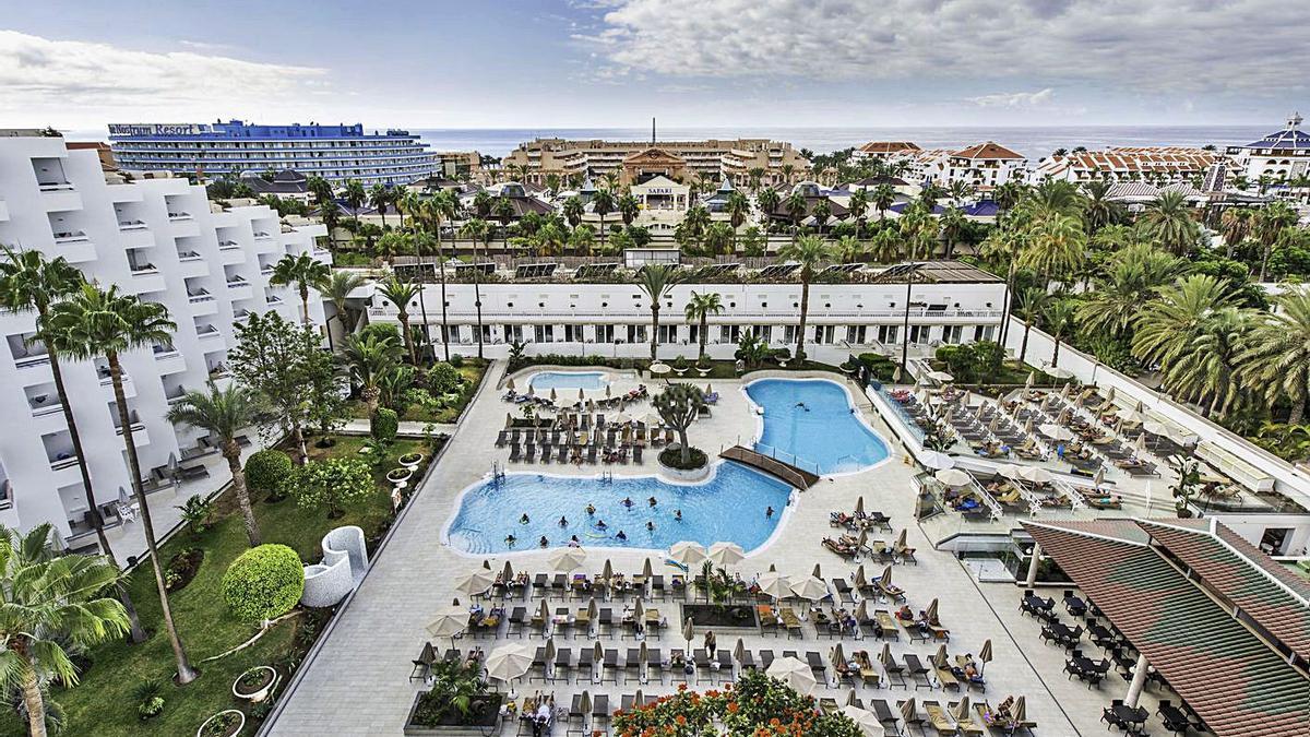 Una de las piscinas del Hotel Vulcano.
