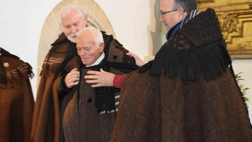 Los pastores alistanos reciben la Capa de Honor por una vida dedicada a sus pueblos