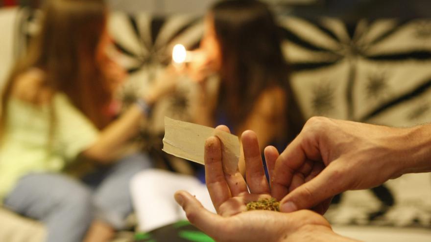 Aviso de los expertos a los jóvenes: la marihuana provoca trastornos mentales