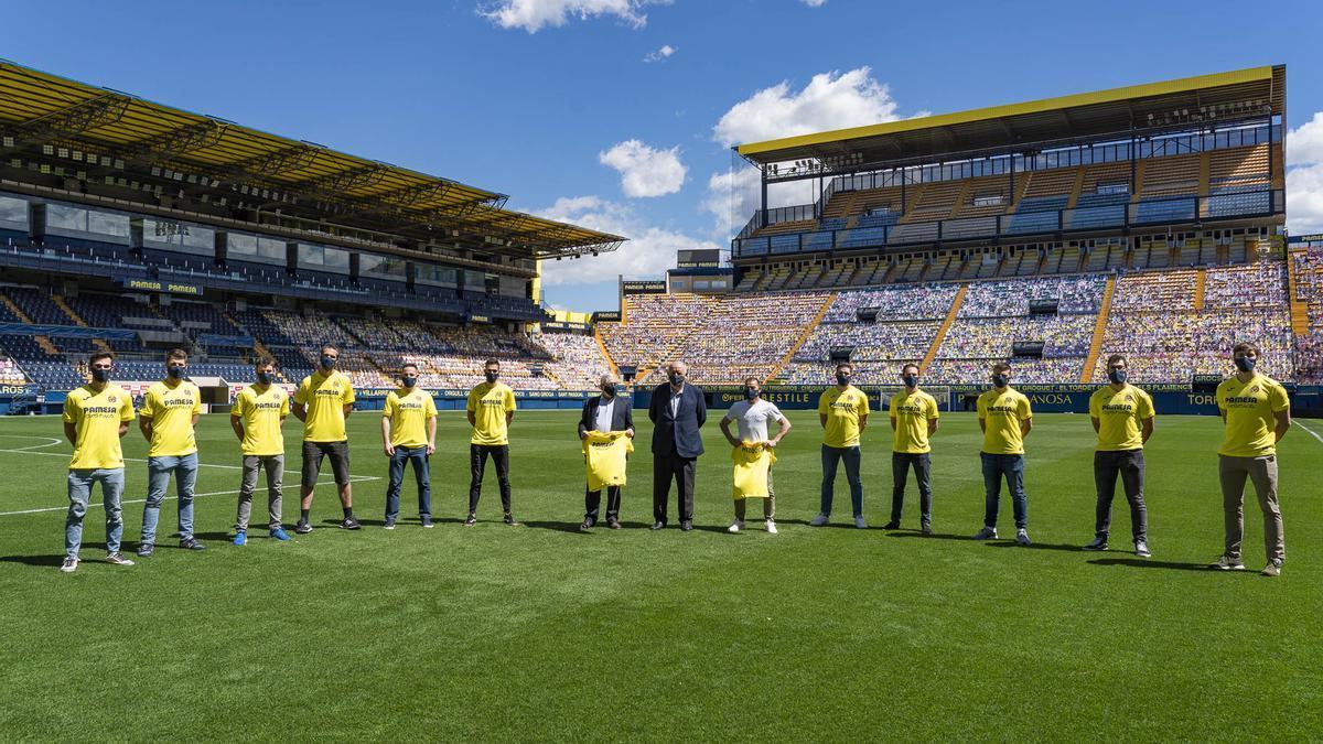 El césped del Estadio de la Cerámica acogió la presentación de la nueva edición del Trofeu Villarreal CF de pilota, que cumple su quinta edición.