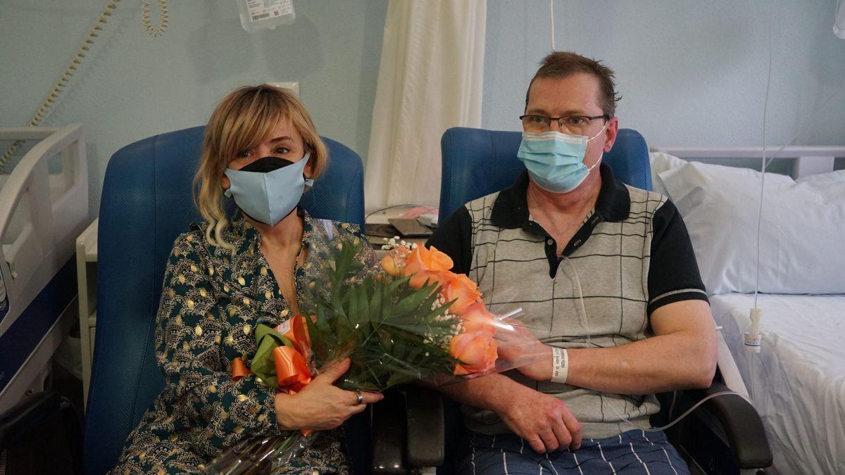 Los recién casados celebraron el enlace en la habitación del hospital.