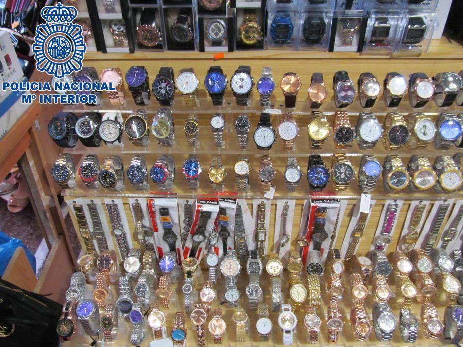 Detenidas 34 personas por vender productos falsificados en Playa del Inglés