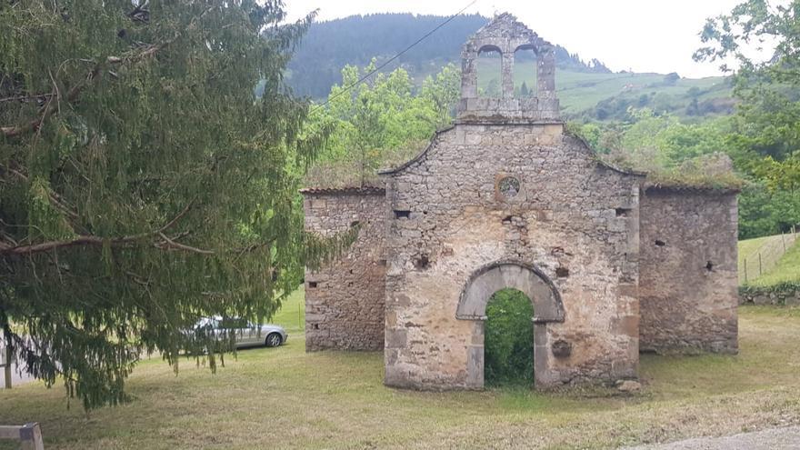 """La Collada celebra San Pedro con una """"xuntanza vecinal"""" para reivindicar la intervención en el iglesia vieja"""