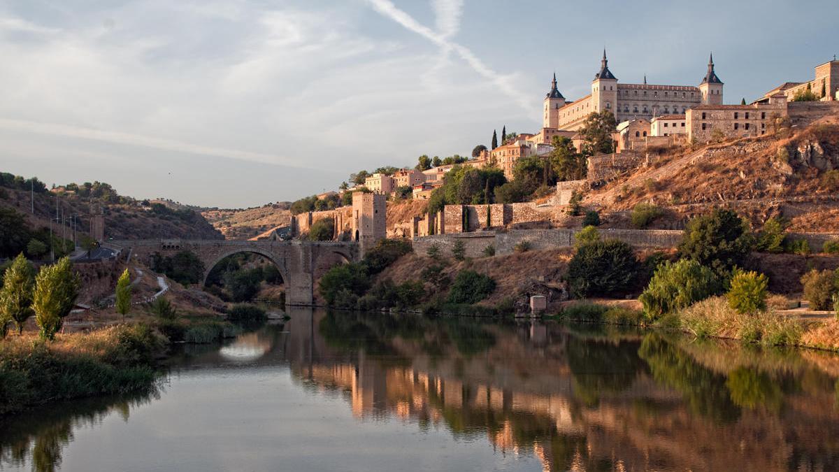 Vista del Alcázar desde el Tajo.