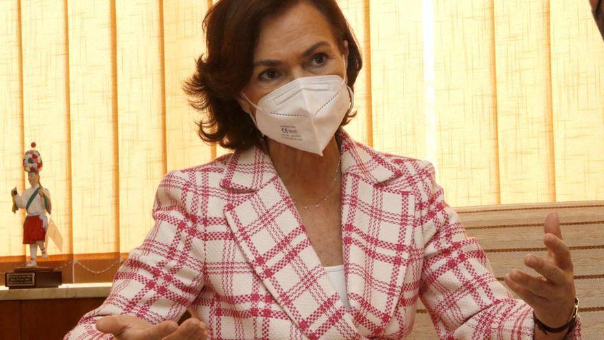 """Carmen Calvo: """"La señora Ayuso está liderando el PP hacia Vox"""""""
