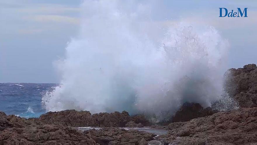 Así es el temporal marítimo de la borrasca Álex en la costa de Calviá
