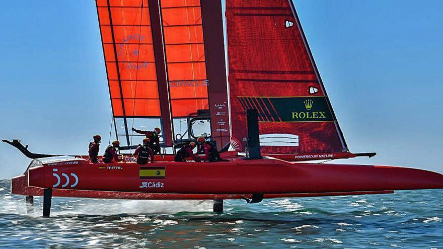 Joan Cardona y Mateu Barber buscan el triunfo en Cádiz con el equipo español de Sail GP