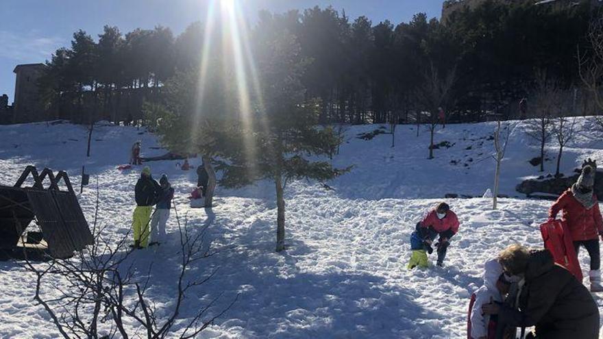 Aluvión de 'domingueros' en el interior de la Comunitat para ver la nieve