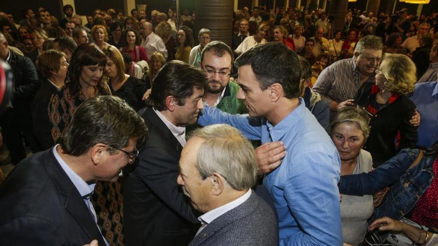 Pedro Sánchez reprende a Javier Fernández
