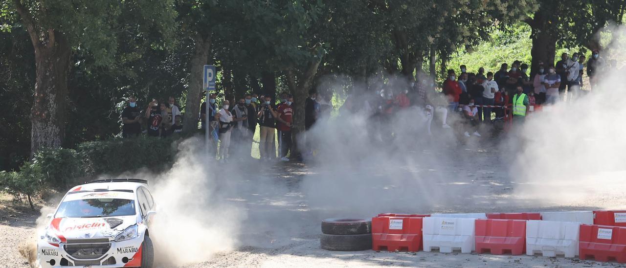 El espectáculo del Rallye Rías Baixas se apodera de O Castro