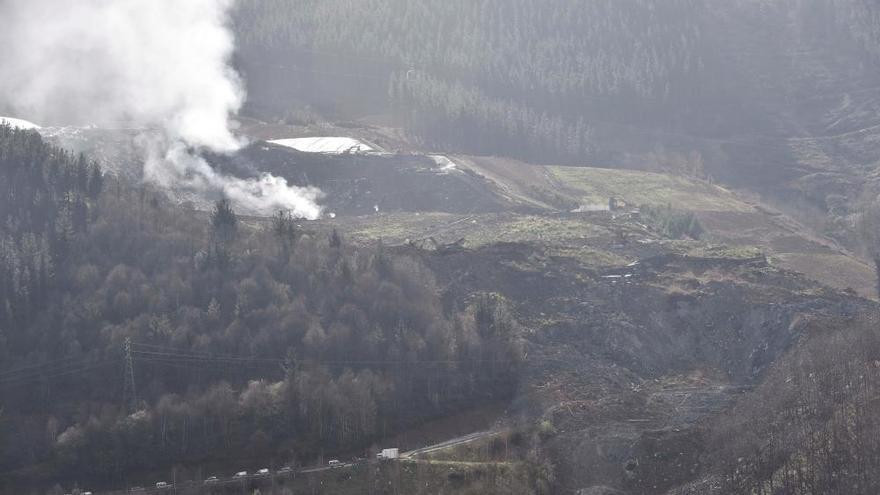 Sofocado el incendio en el vertedero de Zaldibar