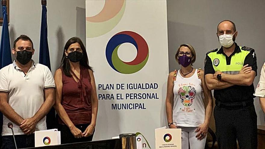 Castrillón se propone llevar más mujeres a la Policía Local y al área de Obras
