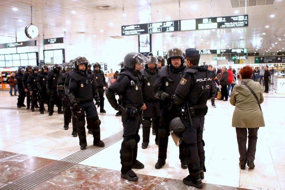 Protesta dels CDR a l'estació de Sants