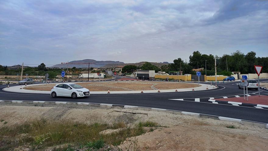 Dos rotondas en la carretera entre Agost y San Vicente para acabar con los accidentes