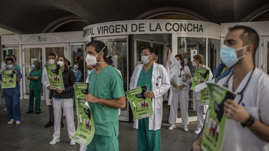 """Protesta de los sanitarios en Zamora: """"Estamos cansados, agotados y enfadados"""""""