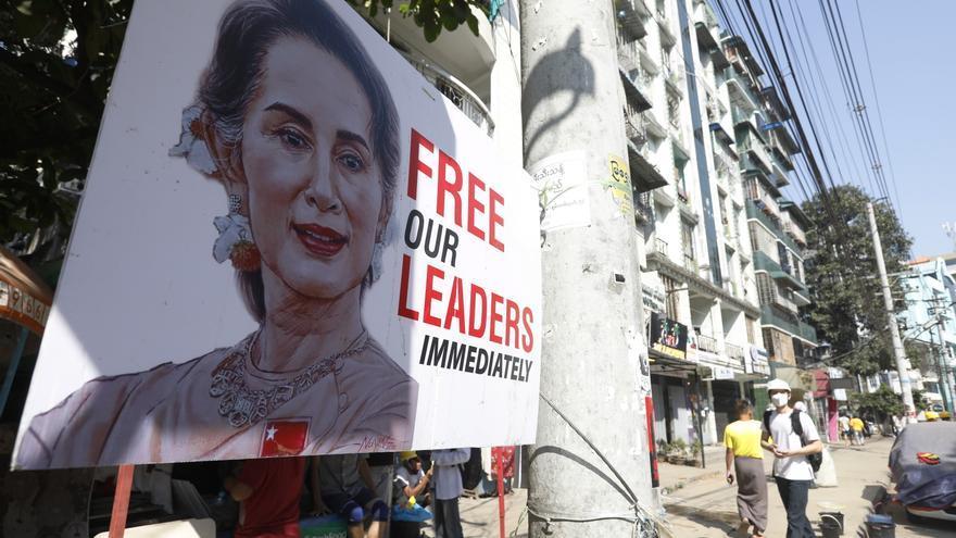 Los militares birmanos acusan a Suu Kyi de corrupción