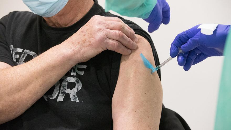 La Universidade de Santiago impulsa una vacuna anti-COVID que se conserva sin frío