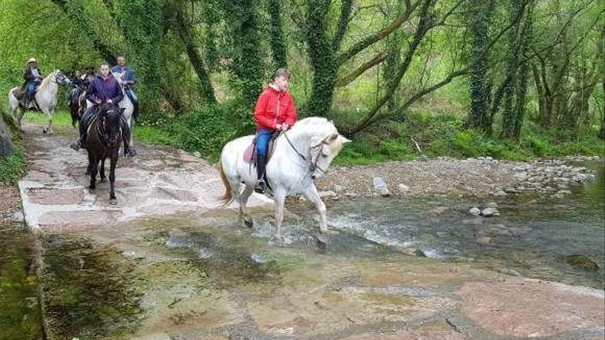 """Gamones pide señalizar la senda fluvial de Mállene, """"joya natural"""""""