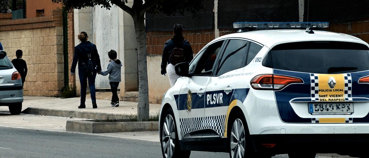 Un coche patrulla de la Policía Local de San Vicente.