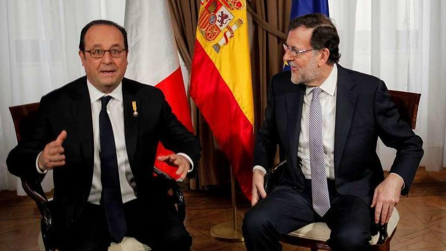 Hollande invita a Rajoy a diseñar la nueva Europa con Merkel y Gentiloni