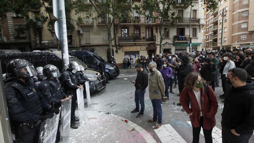 Tensión en un desahucio en el Bloc Llavors de Barcelona