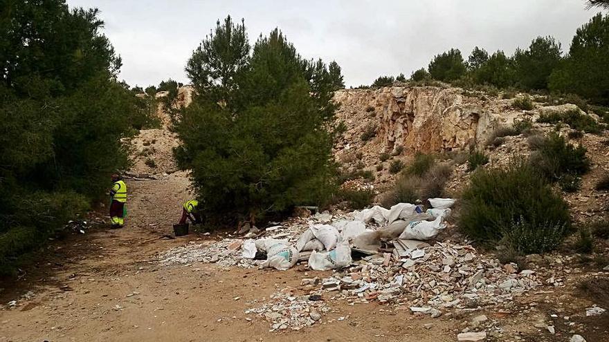 Retiran 11 toneladas de vertidos ilegales en Villena en ocho meses