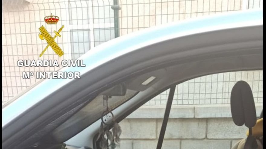 Detenido por robar en varios coches estacionados en una playa de Agaete