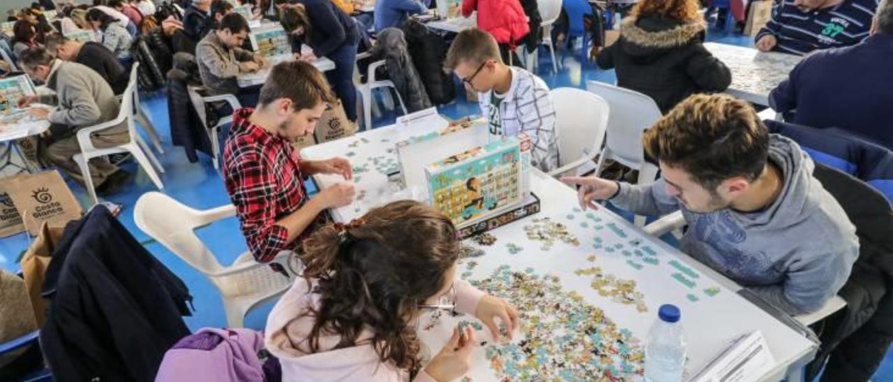 Más de 250 personas comparten en Ibi su pasión por los puzzles.