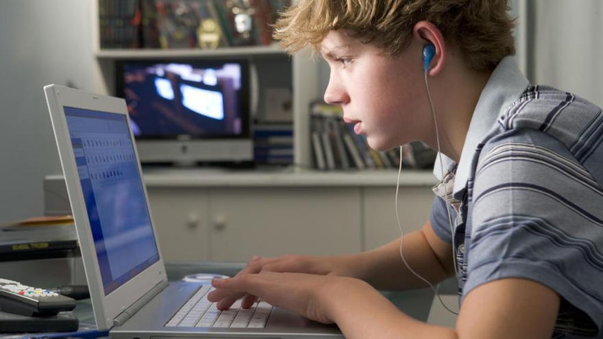 Cómo afecta a tus hijos el contenido para adultos