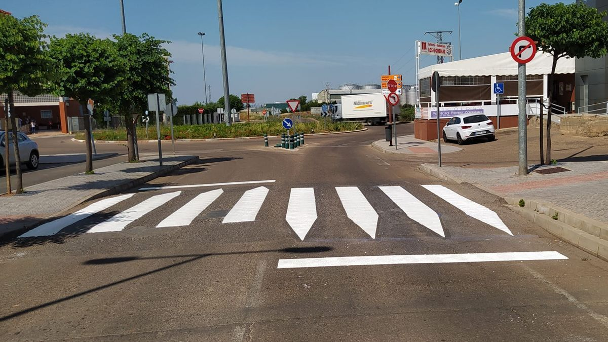 Zonas de pasos de peatones en calle Aceuchal