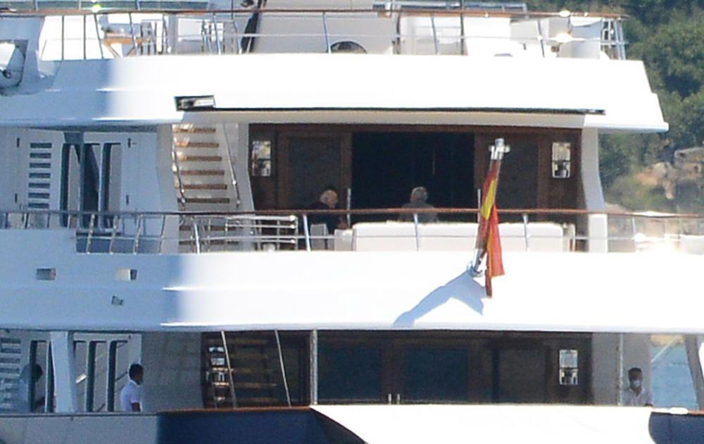 El barco fondeó frente a Arneles