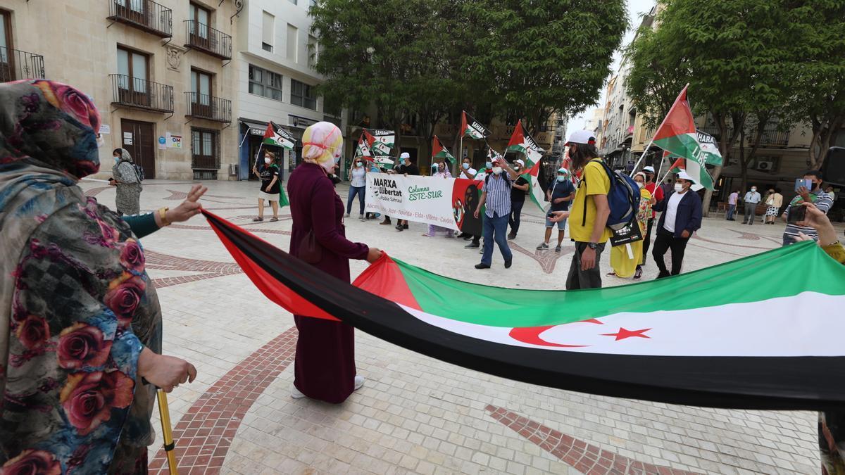 Manifestantes contrarios a la represión del gobierno marroquí acudieron a la concentración