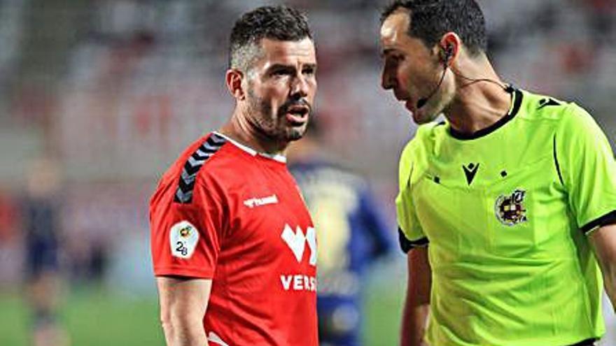 El delantero Víctor Curto y el Real Murcia separan sus caminos después de cinco años