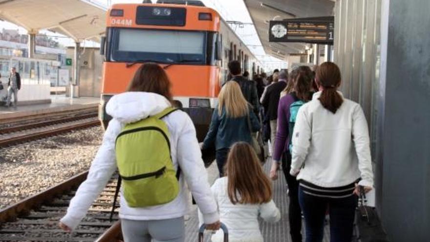 Tres joves agredeixen amb un cúter una vigilant de seguretat a l'estació de Girona