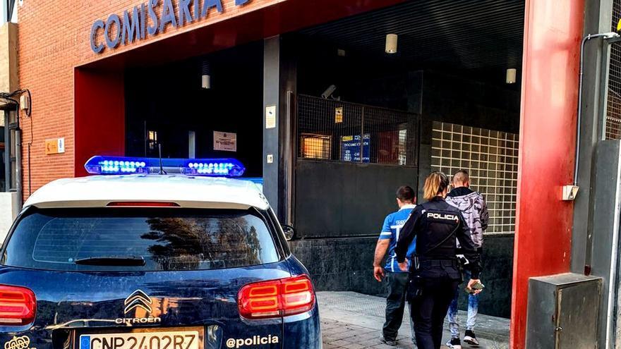 Detenidos en El Palmar con 52 plantas de marihuana y más de 1.500 euros en efectivo en un coche