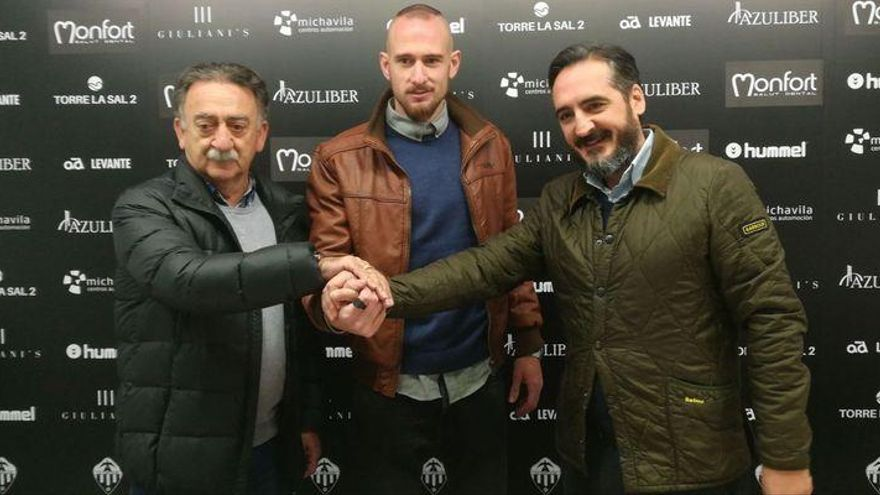 "Castells: ""Es un orgullo regresar al Castellón para ayudarle a ascender"""