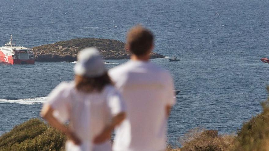 El niño evacuado del ferri accidentado en Ibiza se mantiene estable dentro de la gravedad