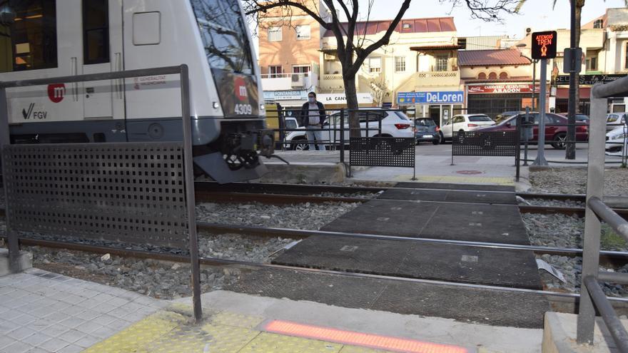 FGV abre el paso entre andenes de la estación de La Canyada