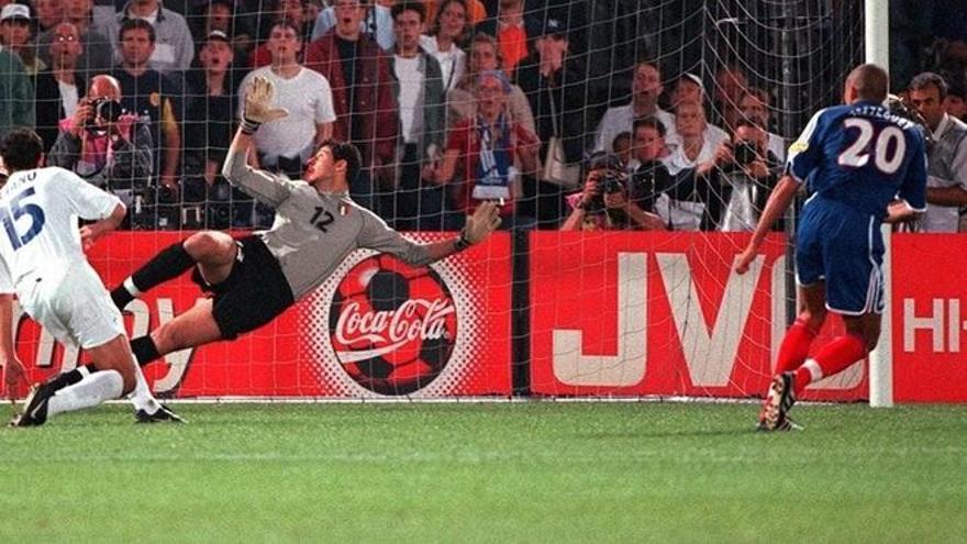 Historia de la Eurocopa: 2000, Francia logra el doblete con un gol de oro