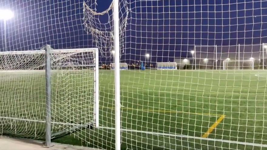 Vídeo: los mosquitos obligan a parar los entrenamientos de fútbol base en Castelló