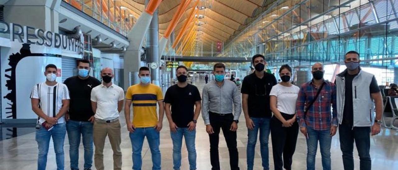 Parte de la expedición del 'Volcán de Taidía', en el Aeropuerto de Madrid-Barajas antes de volar hacia Australia. | | CEDIDA POR NAVIERA ARMAS