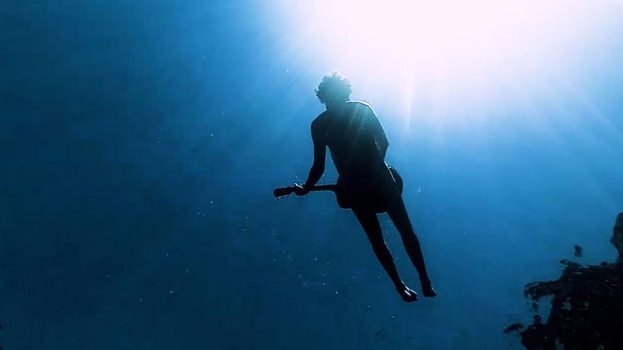 Lalo Garau protagoniza el primer videoclip submarino rodado en Mallorca